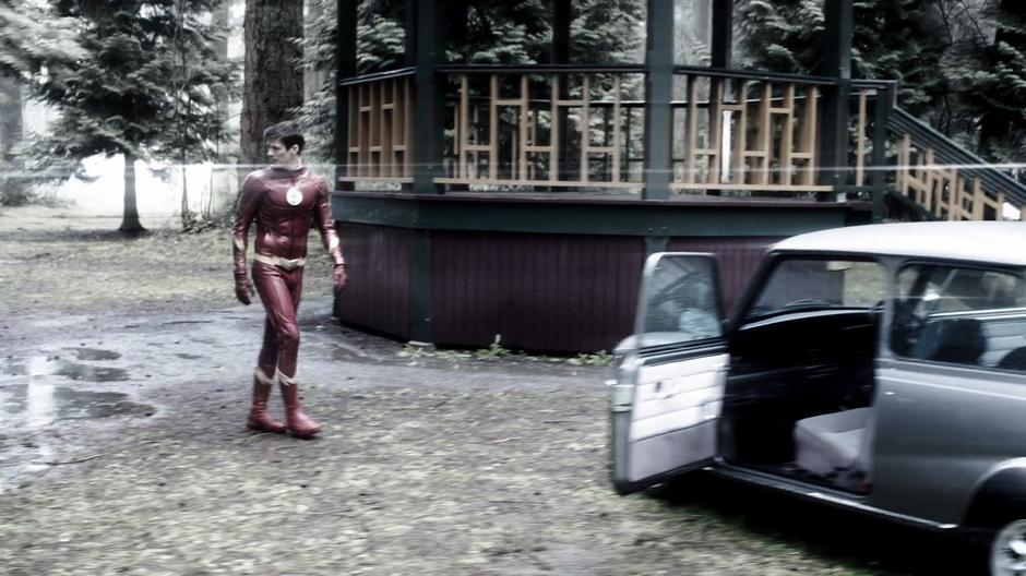 Barry searches around the picnic site but doesn't see any signs of DeVoe.