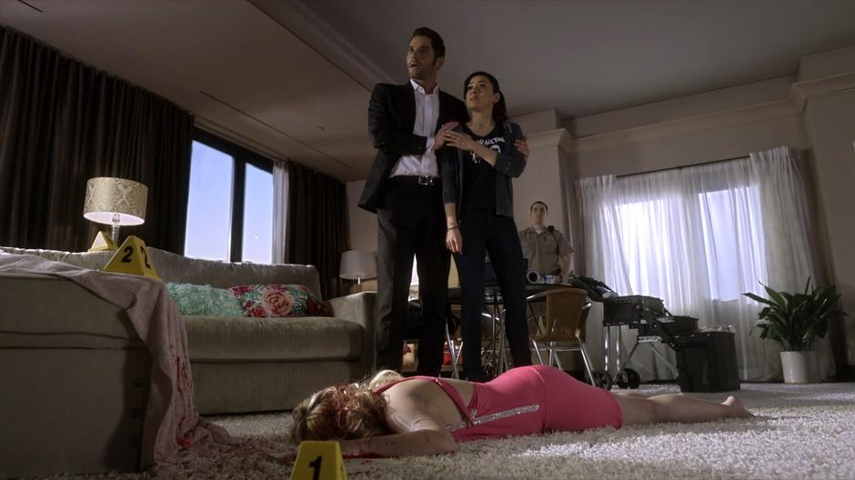 Lucifer holds Ella back from telling the police what he realized about the victim.