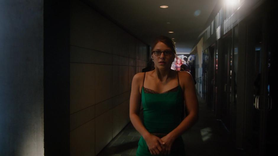 Kara nervously walks into the gala in a green dress.