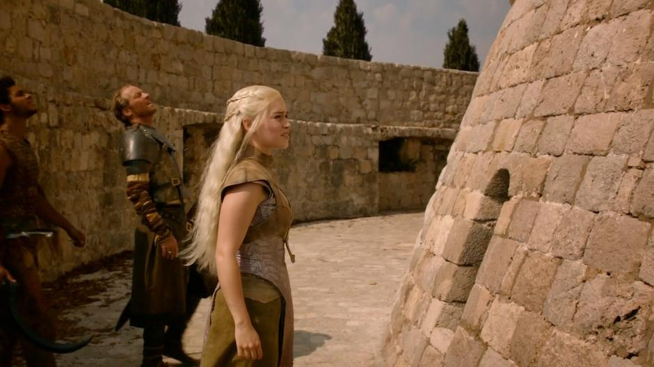 Daenerys, Ser Jorah, and Kovarro try to figure out how to get into the tower.
