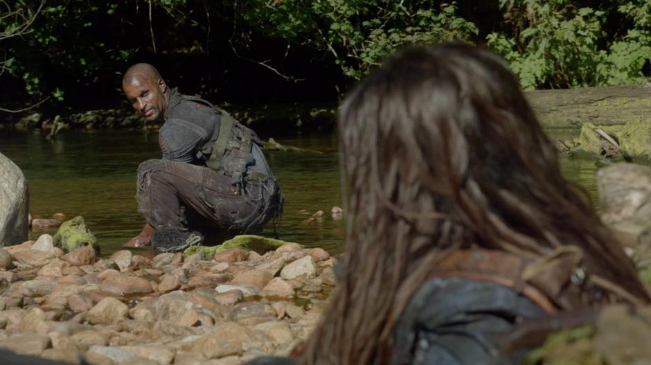 Lincoln talks to Octavia while collecting water from the river.