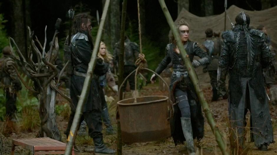 Lexa and Clarke run through camp to where they can address the army.
