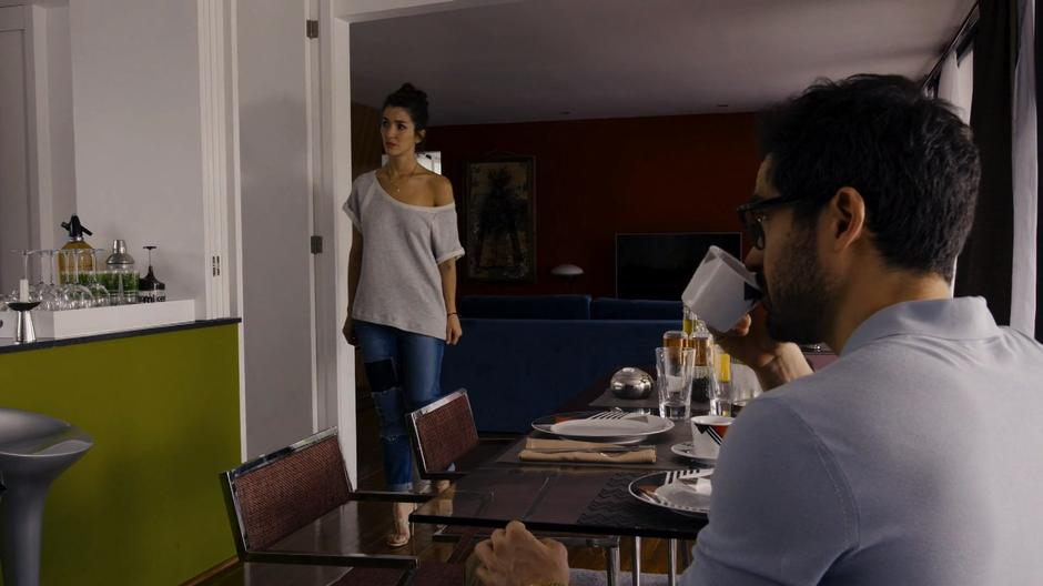 Dani looks at Lito with a concerned look while Hernando drinks his coffee.