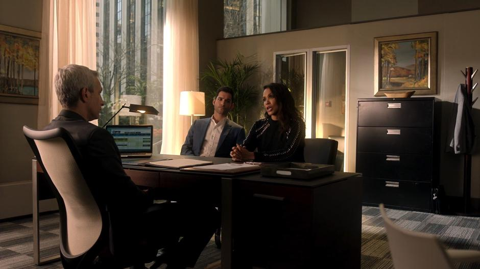 Maze tries to convince Nigel to drop the ethics investigation into Dr. Martin with Lucifer.