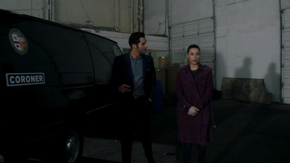 Lucifer talks to Chloe about the trouble he is having with Amenadiel as they head to the crime scene.