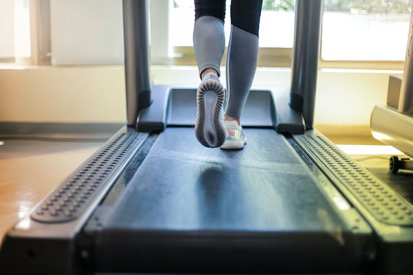 I tapis roulant pieghevoli e salvaspazio per allenarti anche a casa