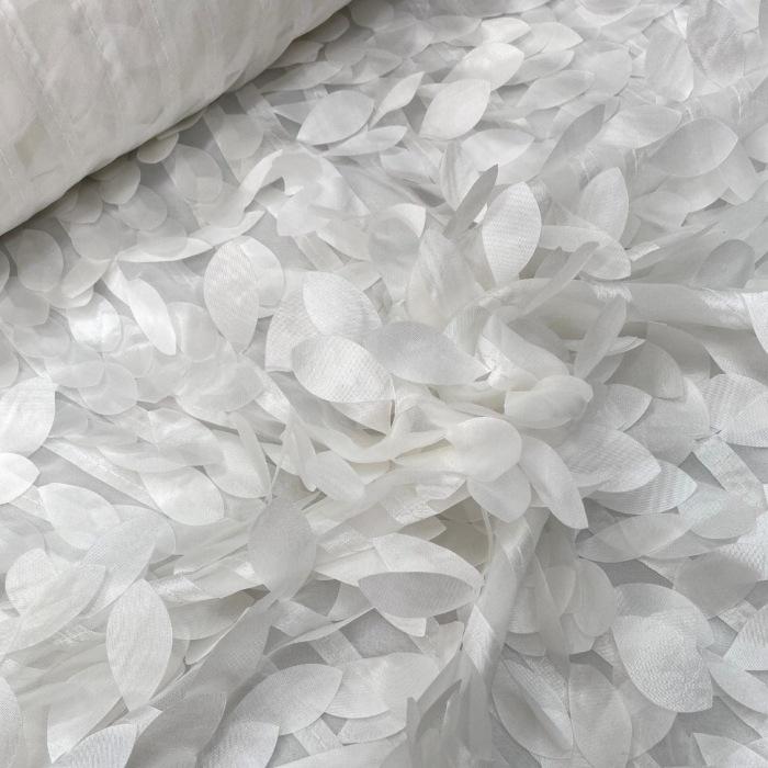 Tecido Musseline Bordada com Folhas 3D Off White