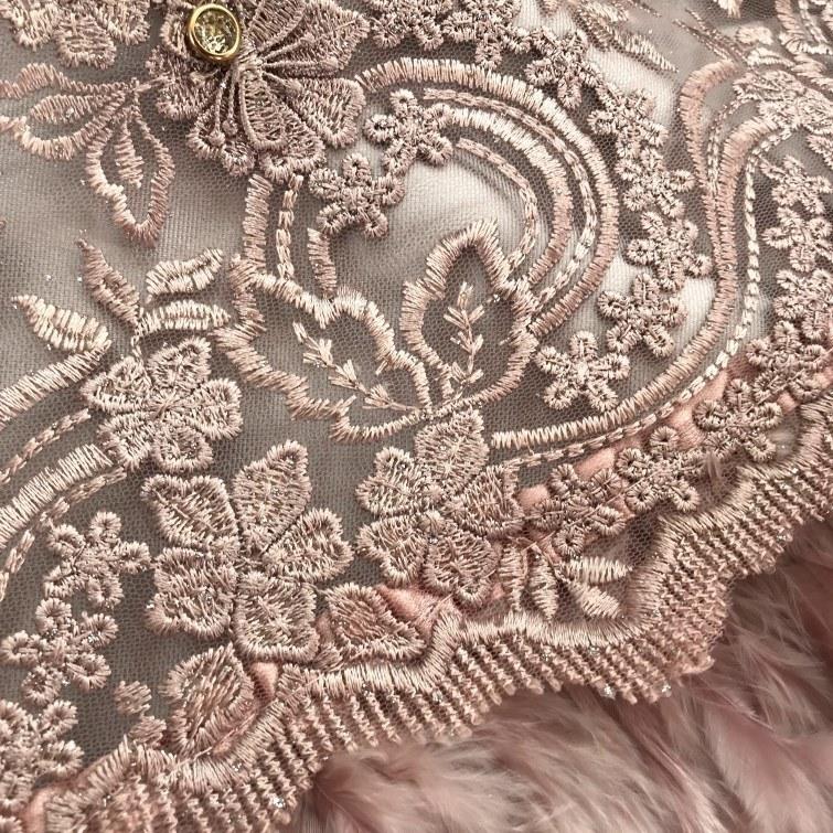 Tecido Tule Indiano Rosé com Plumas e Engrampado