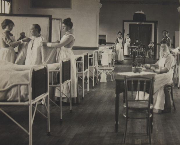 Verpleegafdeling voor vrouwelijke patiënten ca 1910. Foto Stadsarchief Deventer