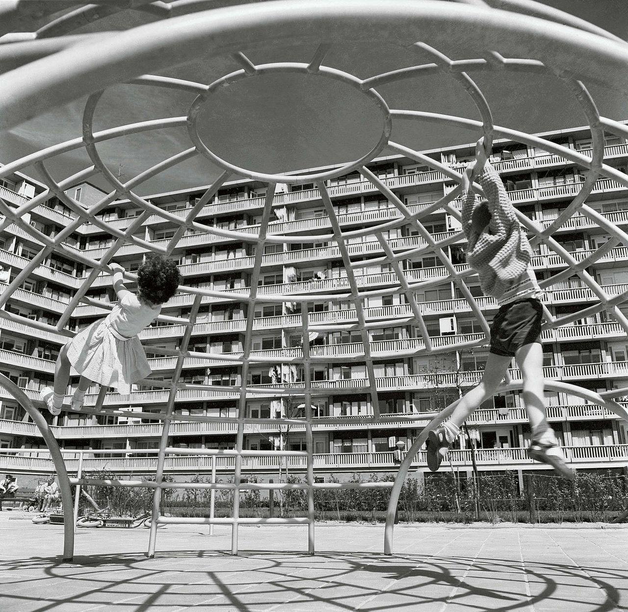 Klimrek van architect Aldo van Eyck, ca 1960