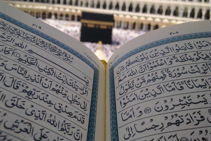 Haji dan Shalat Tidaklah Diterima Karena Harta Haram - Hukum dan Landasan Dalil