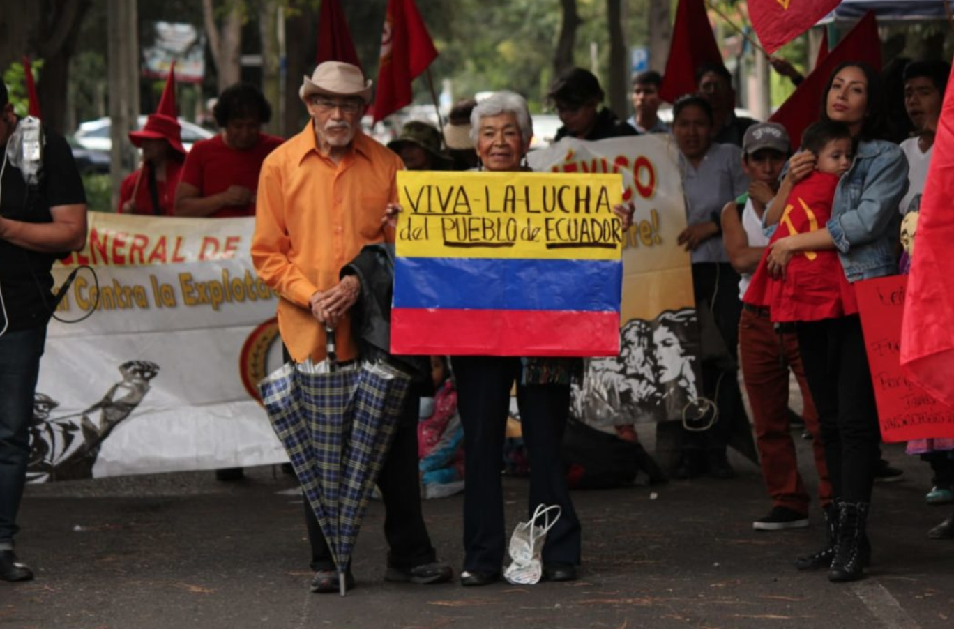 Resultado de imagen para Resguardan embajada de Ecuador por manifestantes