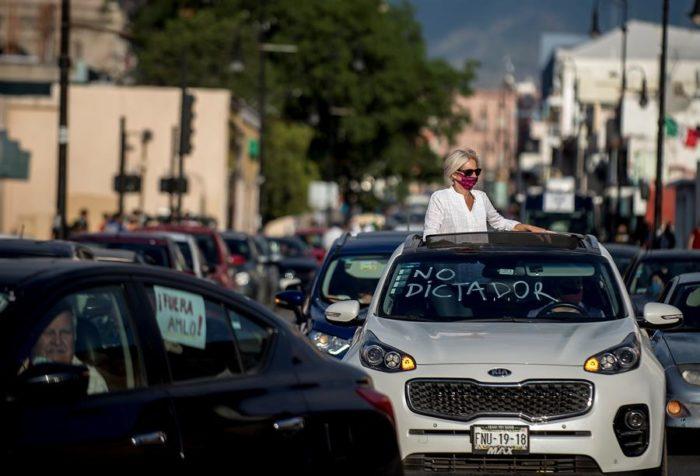 automóviles y mujer
