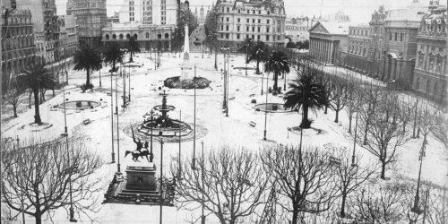 Plaza de Mayo bajo la nieve.