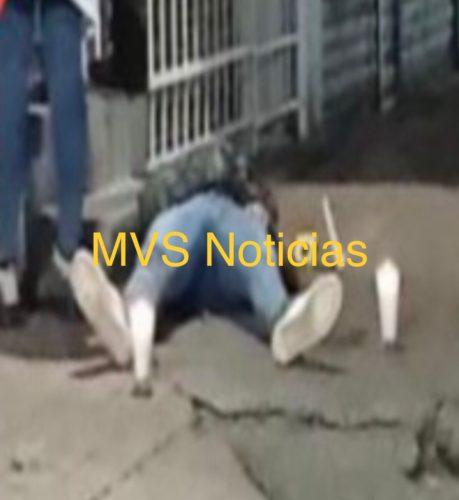 La víctima falleció en la vía pública
