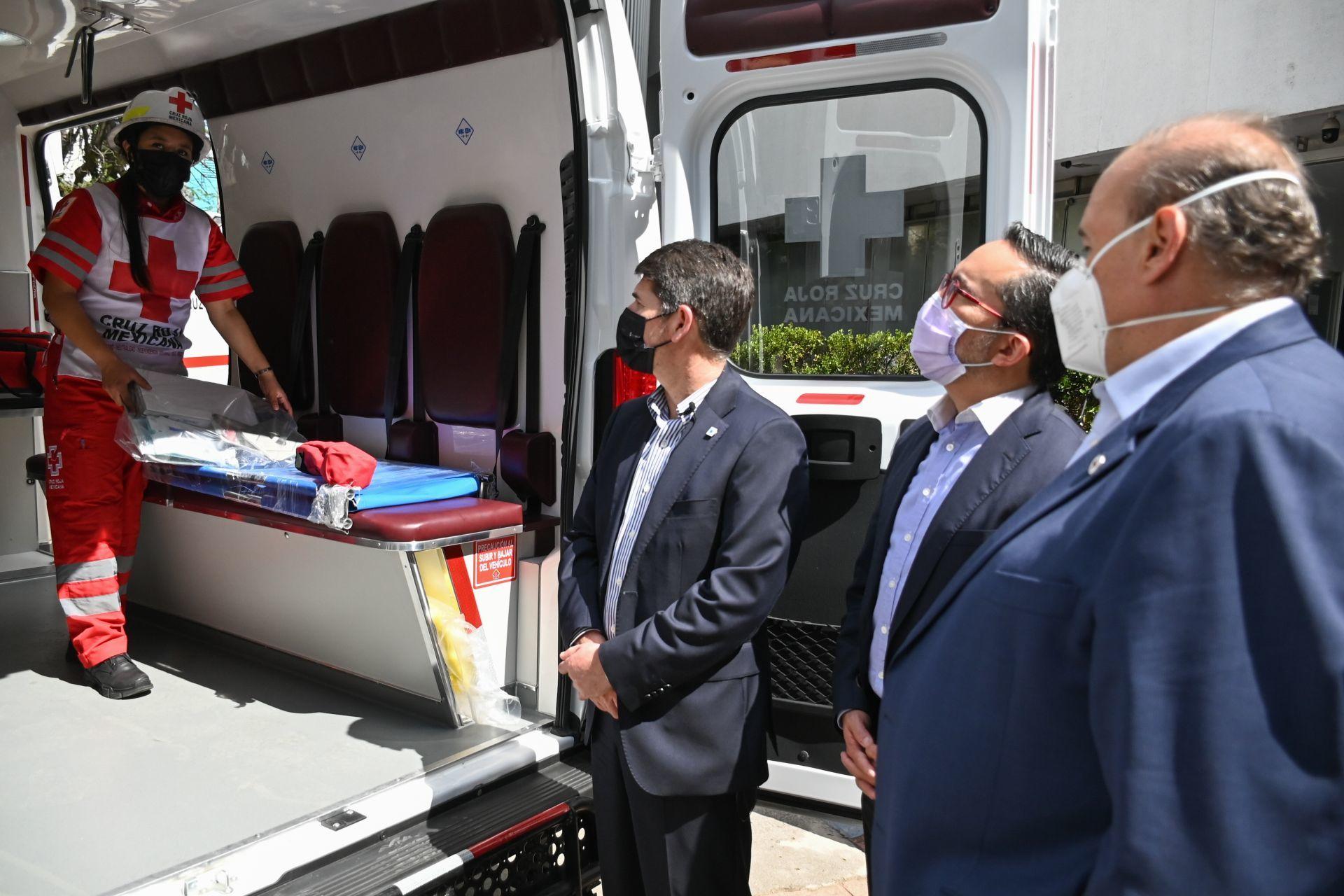 Elementos con los que se encuentra equipada la ambulancia./Foto:cuartoscuro