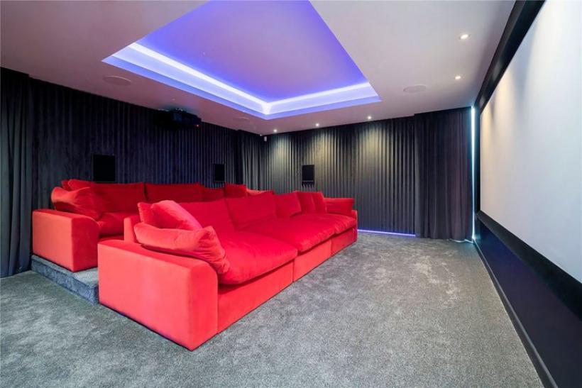 Sala de cine en la mansión de Cristiano Ronaldo