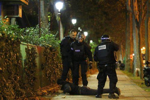 Actuación de la policía durante los atentados terroristas en París.