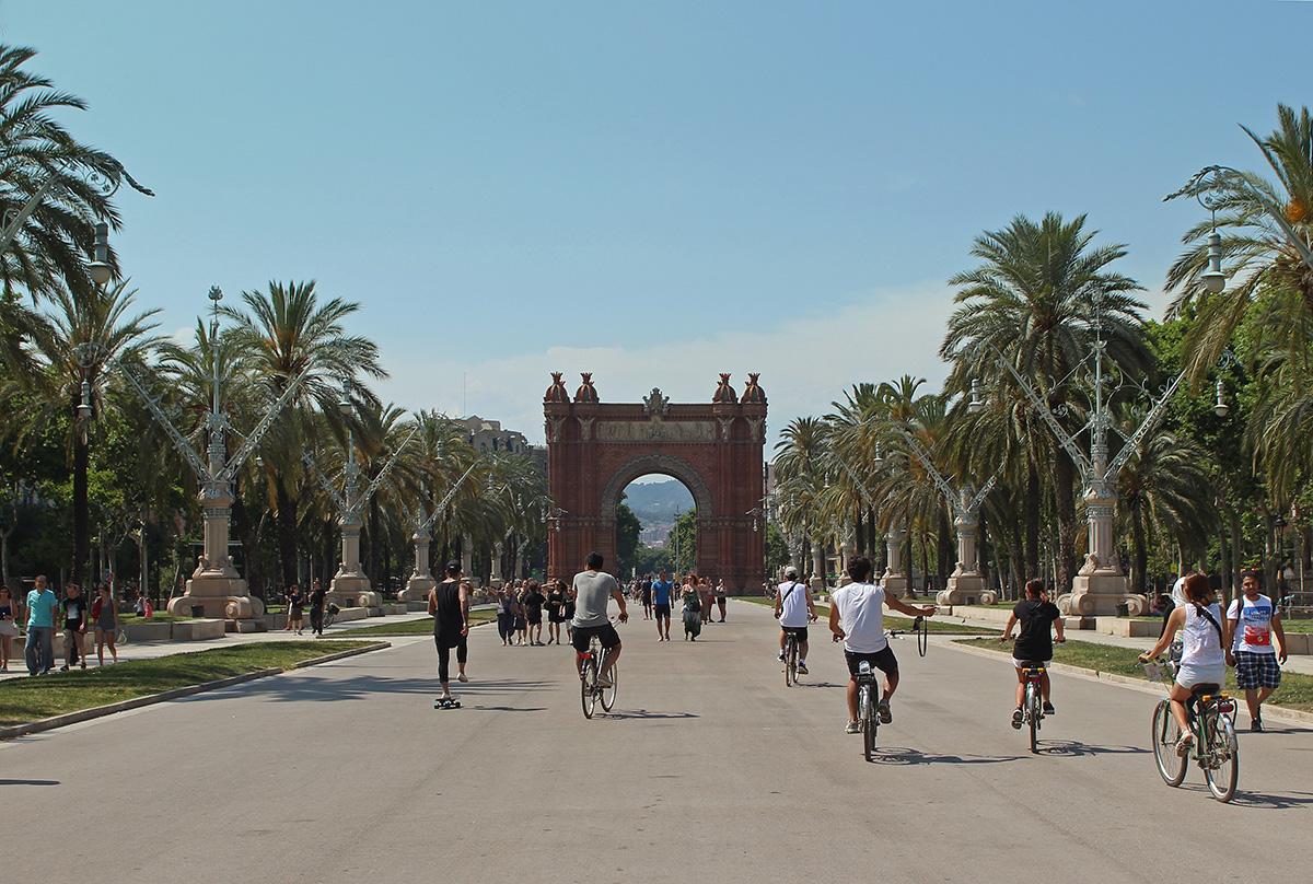 People walk, bike, and skate at the Park Ciutadella in Barcelona