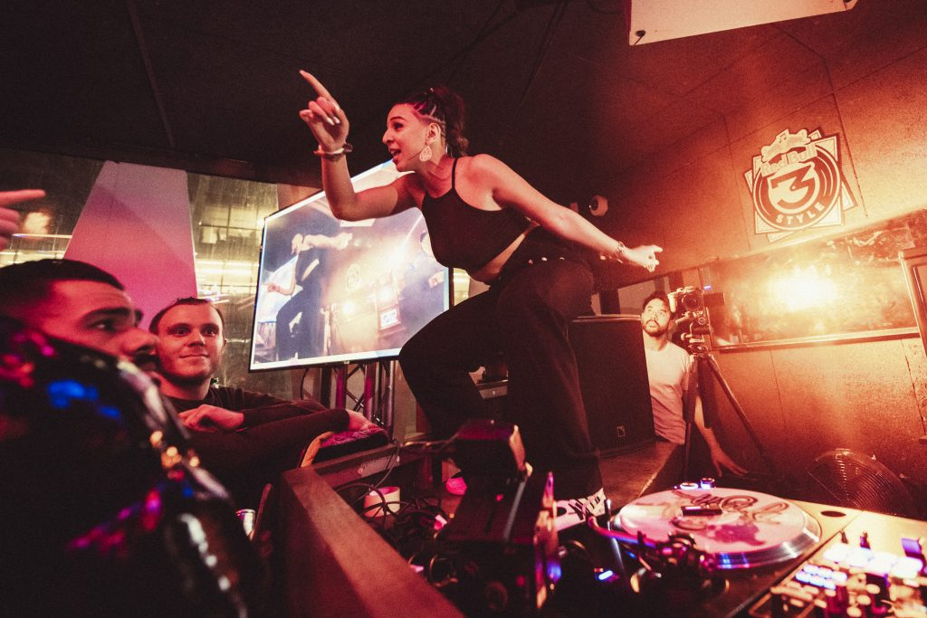 Dj T-sia using Phase while performing at Red Bull 3Style France