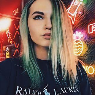 mikhalinakris Instagram filters profile picture