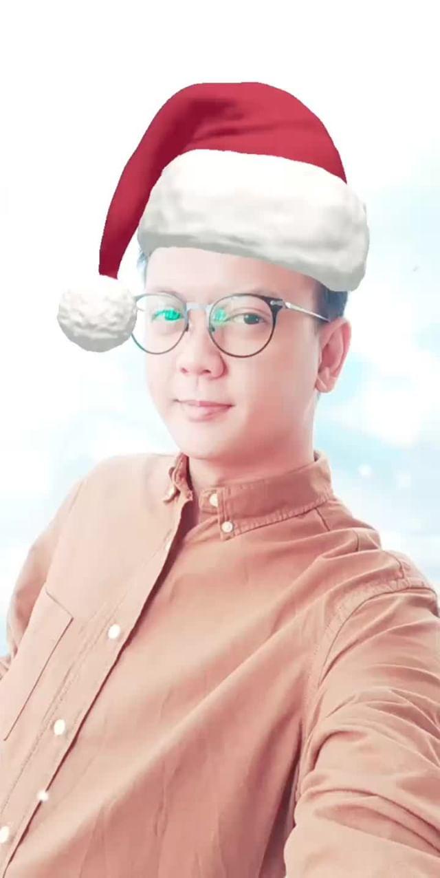 Instagram filter Santa's Hat