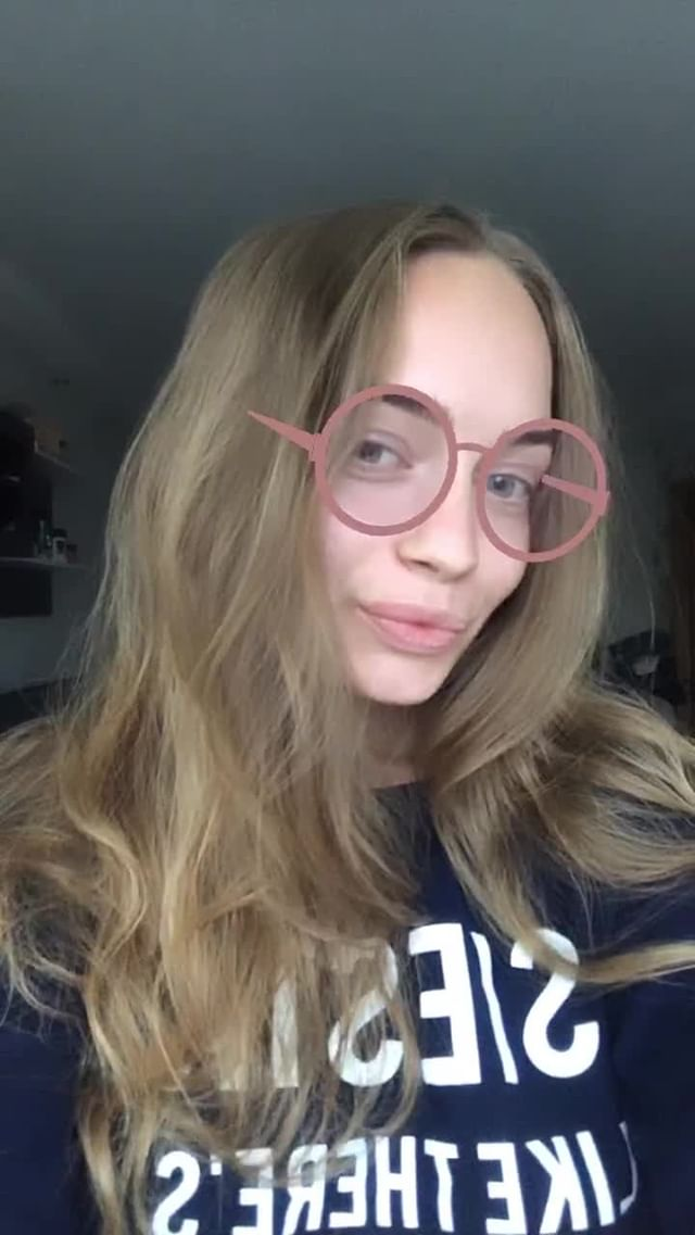 Instagram filter Pink Glasses