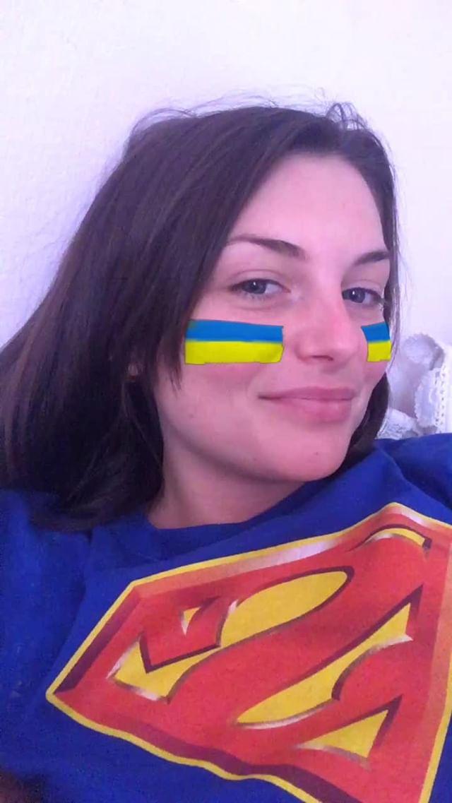 miss_liana.secret Instagram filter Ukrainian Flag
