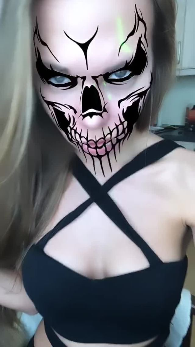 Instagram filter Halloween skull