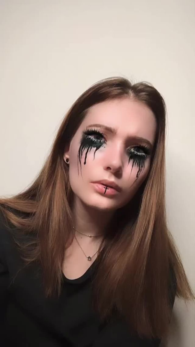 Instagram filter BLACK TEARDROP