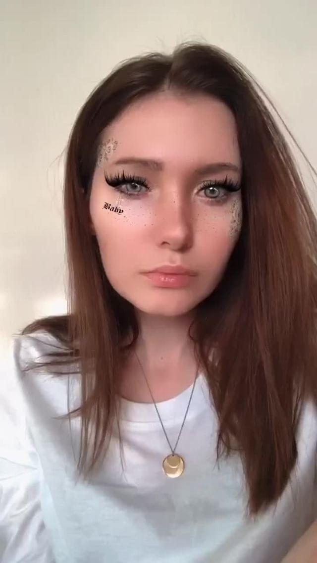skellerdy Instagram filter Golden Rose model
