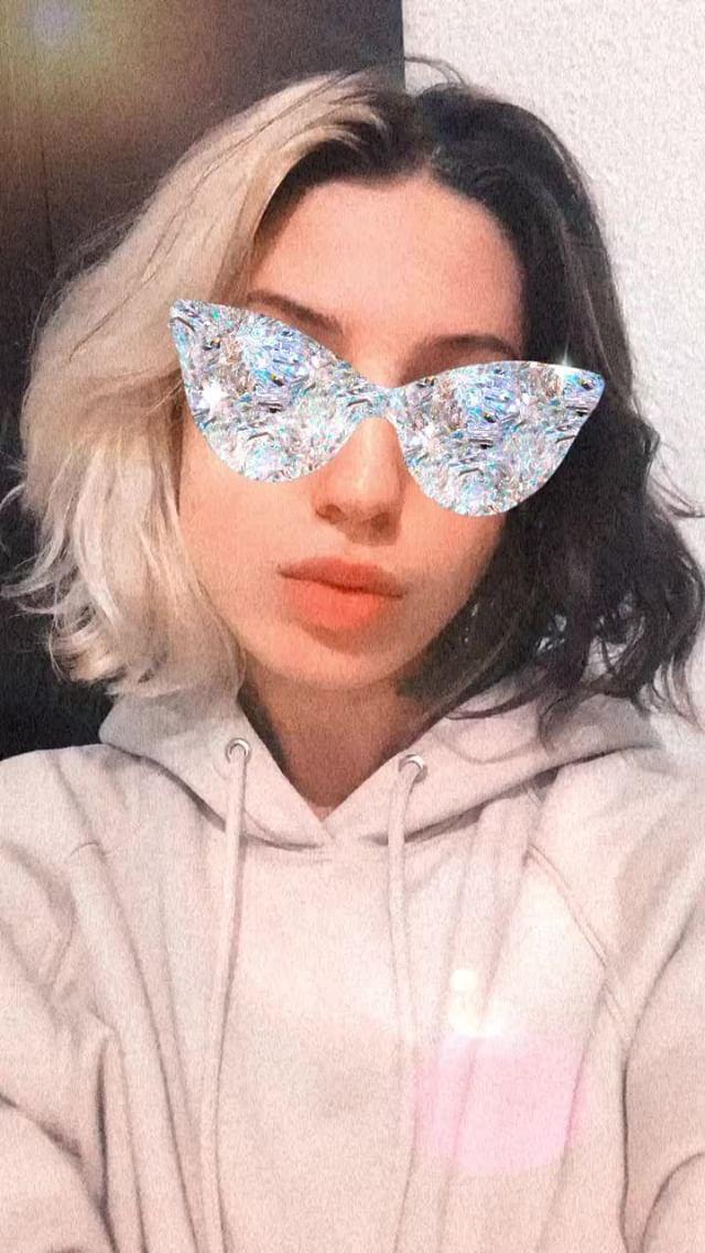 holymariia Instagram filter HOLY CRYSTAL