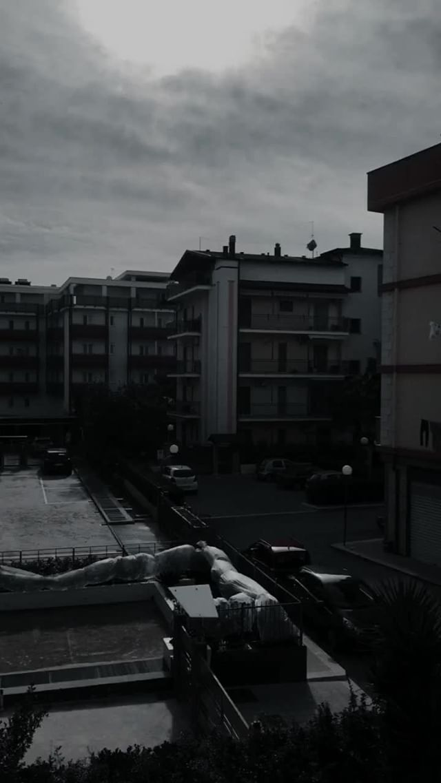 Instagram filter BLACK PARIS
