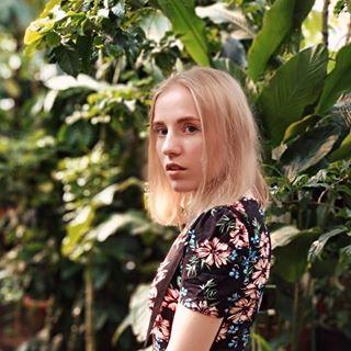 annamartovskaja Instagram filters profile picture