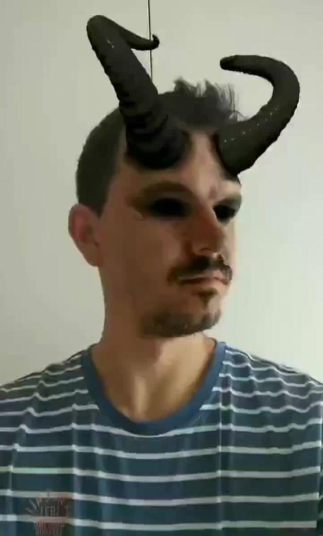 Instagram filter Demon Horns