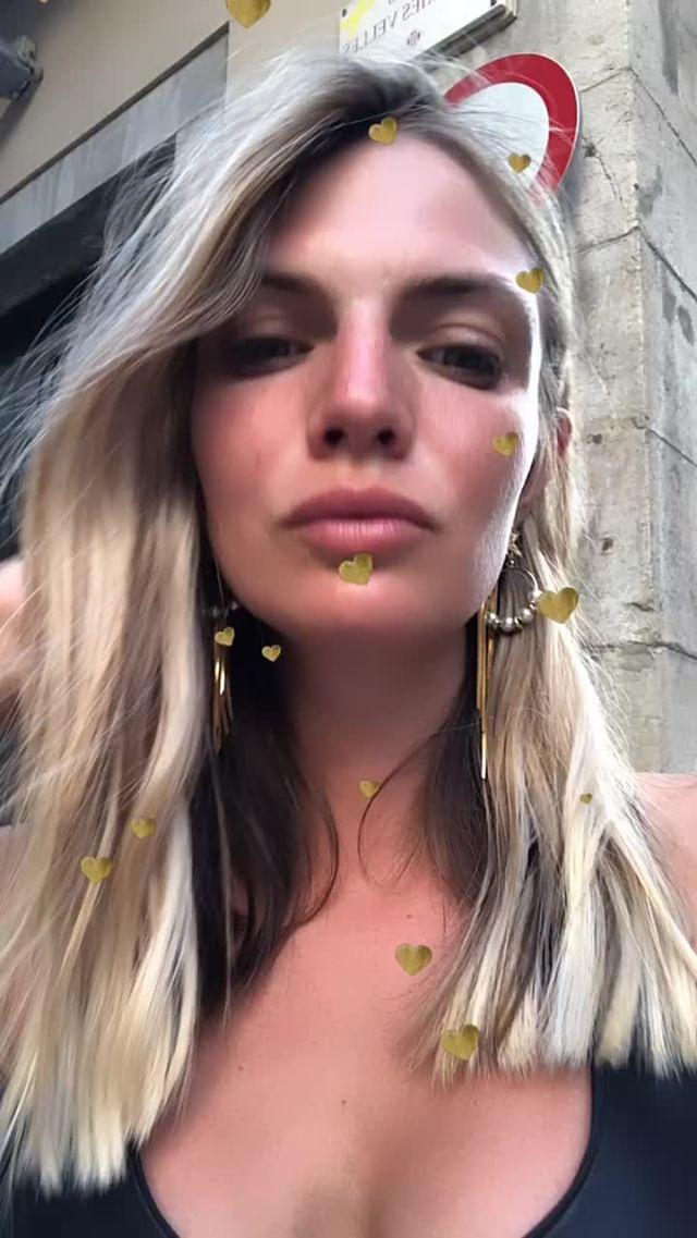 Instagram filter gold hearts
