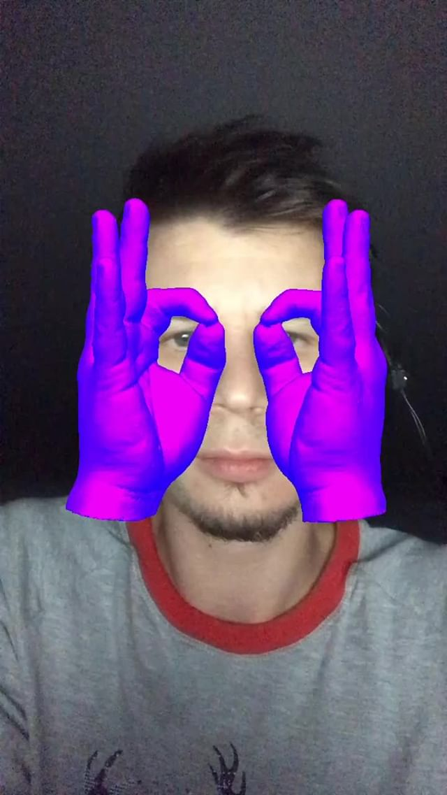 Instagram filter Glammy Hands on Face