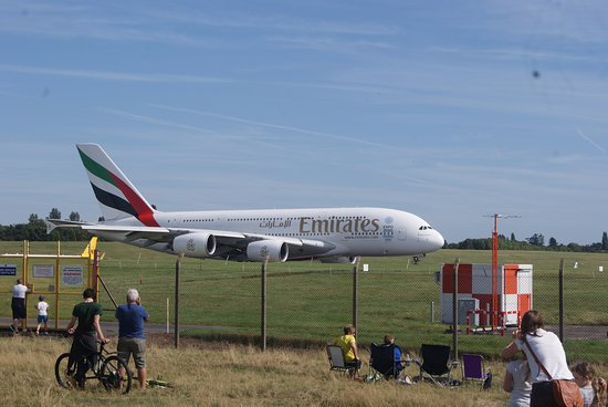 Sheldon Country Park: Airport Viewing Area