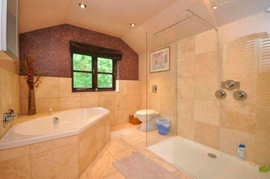 Large bathroom ensuite