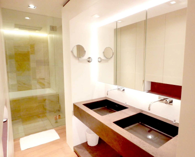9399 W. Rockledge Lane bathroom