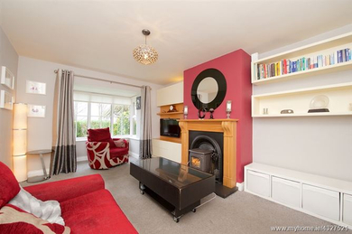 775 Nicolls St.living room