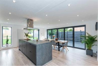 Open kitchen with breakfast zone