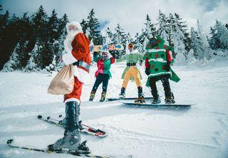 Papa Noel snowing