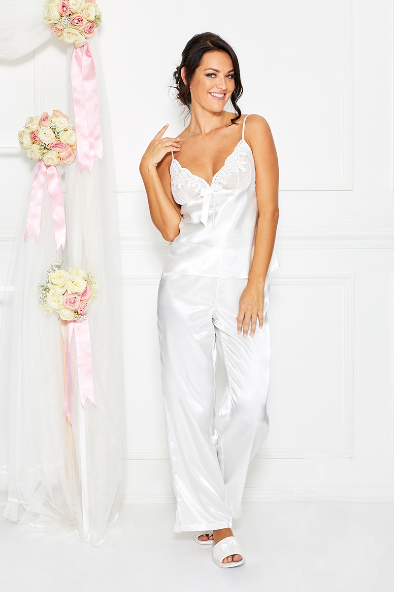 ab43a68416 Buy Ivory 5-piece Bridal Nightwear Set Online at Nayomi Saudi