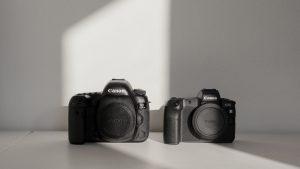 <b>Canon EOS 5d Mark IV vs Canon EOS R</b>