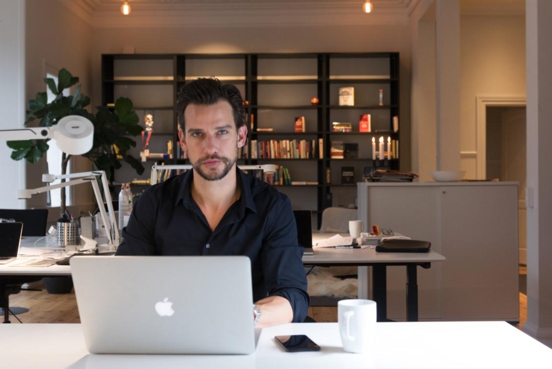Christian Bitz på sit nye kontor