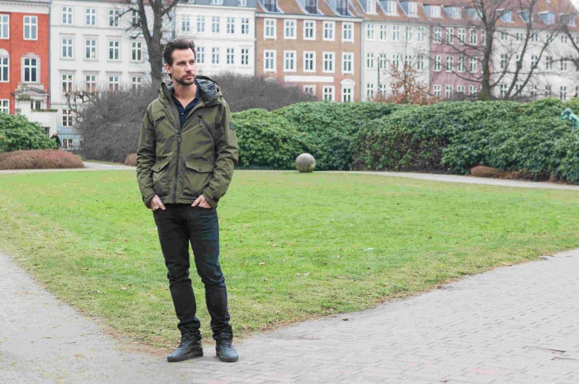Christian Bitz går tur i Kongens Have