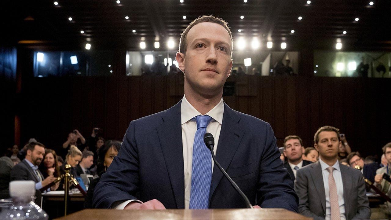 Facebook founder Mark Zuckerberg asked to lower his salary to 1 per year 30.04.2013 25