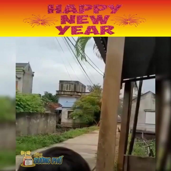 🎬📰  HAPPY NEW YEAR  Chúc mọi người năm mới An khang thịnh vượng, tài lộc đầy nhà, con cháu sum vầy,... - Photos byKý Sự - Đường Phố