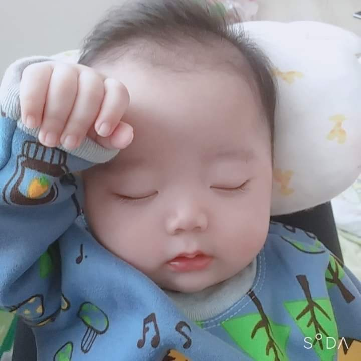 📣  Bắt chọn từng khoảnh khắc của con  Các mom cùng khoe ảnh con đi nao Nghiện con la... - Photos by김린지